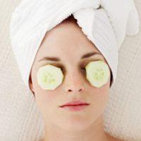 Что входит в ежедневный уход за кожей вокруг глаз?