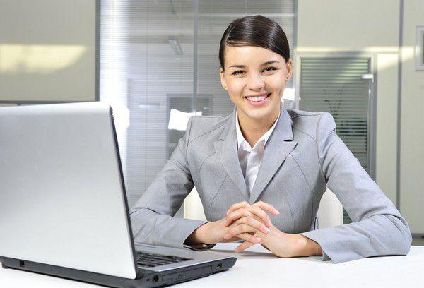 Деловая женщина на рабочем месте