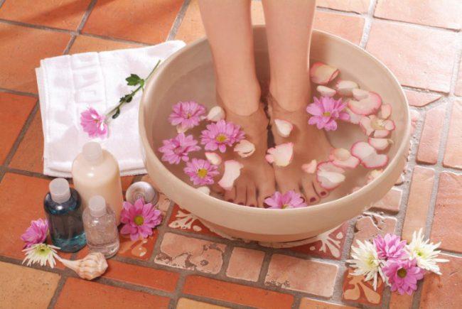 Ванночка для ног с отварами трав