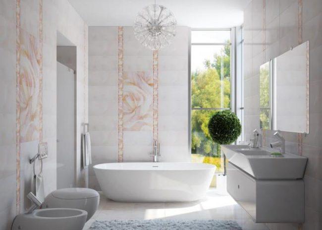 Ванная комната, выдержанная в белых тонах