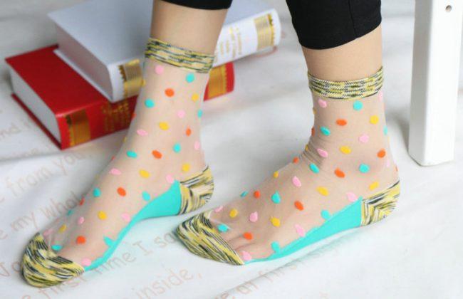 Тонкие эластичные носки при потливости ног