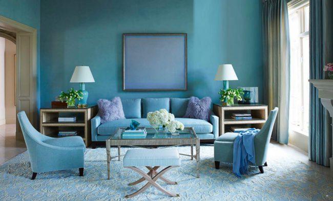 Голубой цвет в интерьере гостиной комнаты