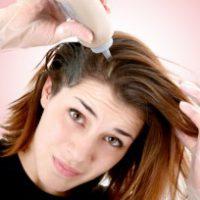 10 способов быстро оттереть краску для волос с лица