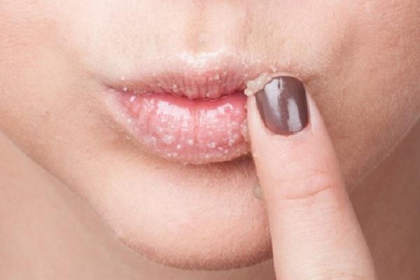 Скрабирование губ