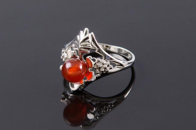 Кольцо с сердоликом
