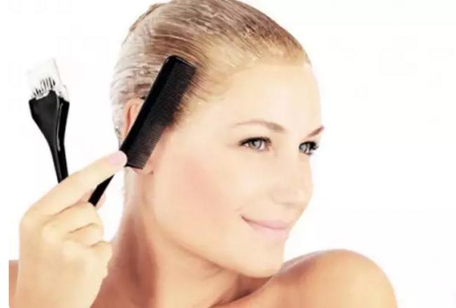 Процедура окрашивания волос тоником