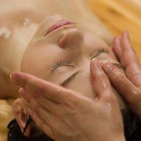 Косметический массаж лица как лучшее средство продлить молодость кожи