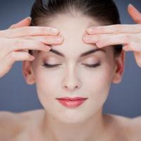 Избавляемся от морщин: в чем эффективность самомасажа лица?