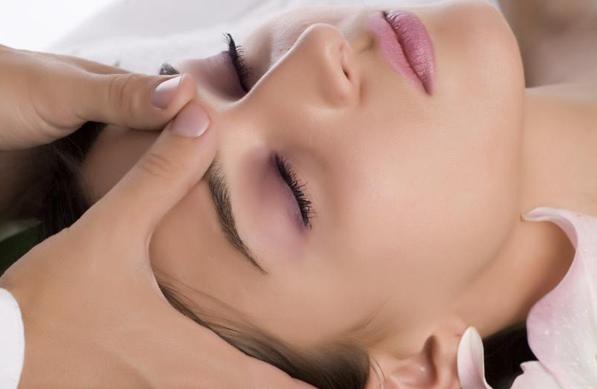 Лимфодренажный ручной массаж лица