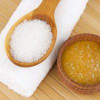 Обладать роскошной кожей легко: готовим солевой скраб в домашних условиях