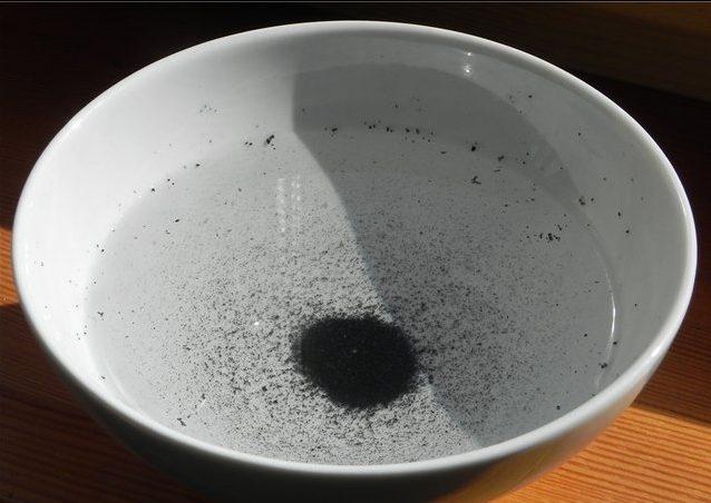 Вода и активированный уголь