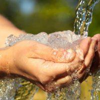 Природная вода: фильтровать или покупать?