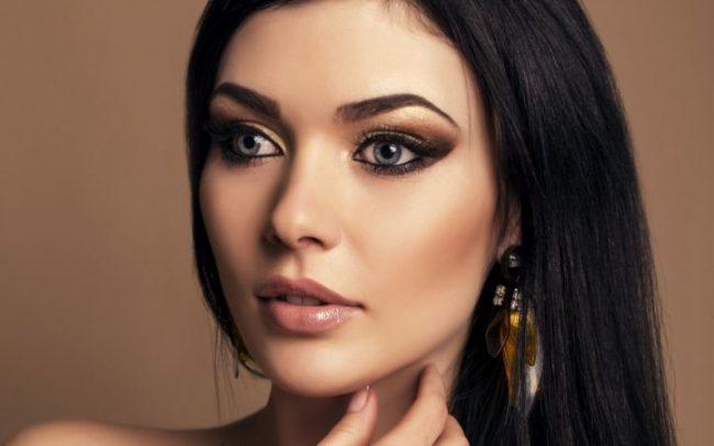 Золотистые цвета в макияже для голубых глаз