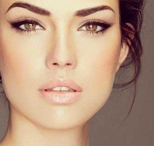 Помада для дневного макияжа для кареглазых