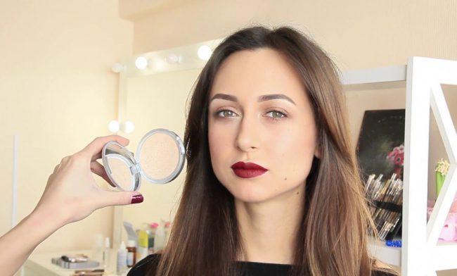 Дневной макияж с акцентом на губы