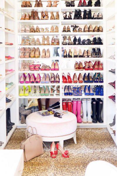 Ассортимент обуви в гардеробе