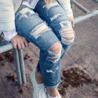 С чем можно сочетать рваные джинсы