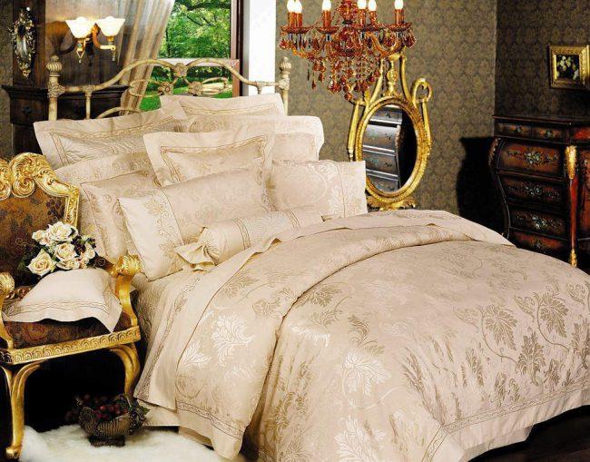 Светлое постельное белье
