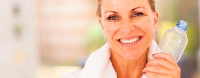 Женщина с белоснежной улыбкой