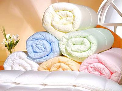 Выбор одеяла: виды и особенности