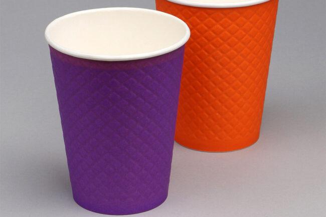 Разноцветные бумажные стаканы