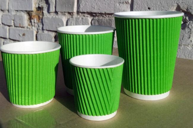 Зеленые бумажные стаканы